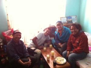 Dawa Tamang, Lakpa Tamang, moi, Nima Dorjee Tamang enjoying our working lunch! Also there, Eric who took the photo