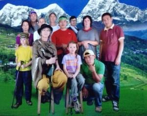 The traditional Beyond the Smile group photo ;-) Left to right, back to front: Jarka, Dan, Lucy, David, Nima-Ninja, Anna, Lyn, Puri, Dominik, Brigitte, Linda, Nima Mote.